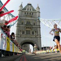 liz yelling 2007 london marathon towerbridge