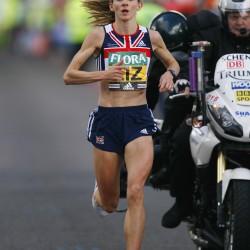 liz yelling marathon leading race